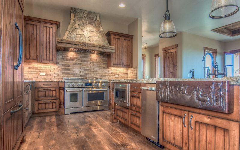 Lippencott-custom-home-design-large-kitchen